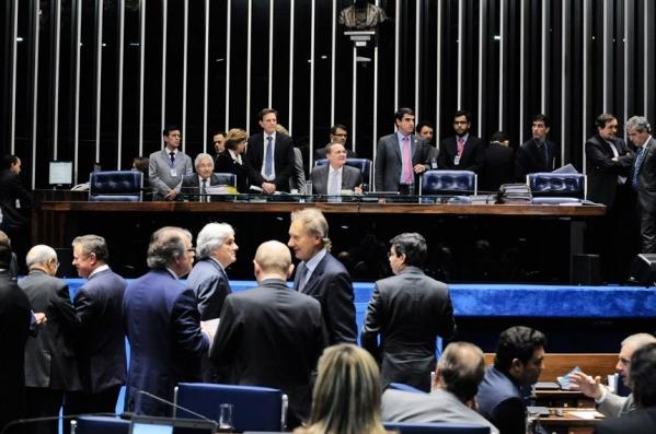 Senado aprova fim do financiamento empresarial de campanhas eleitorais